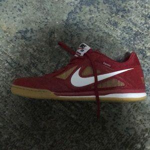 Supreme Nike GATOS NWOT